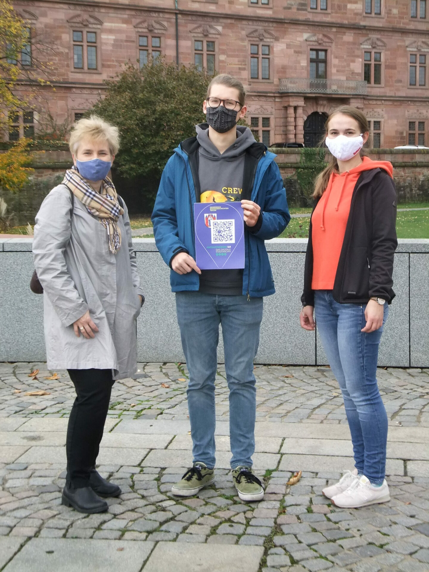 Teamfoto beim Aufkleber verteilen in Aschaffenburg