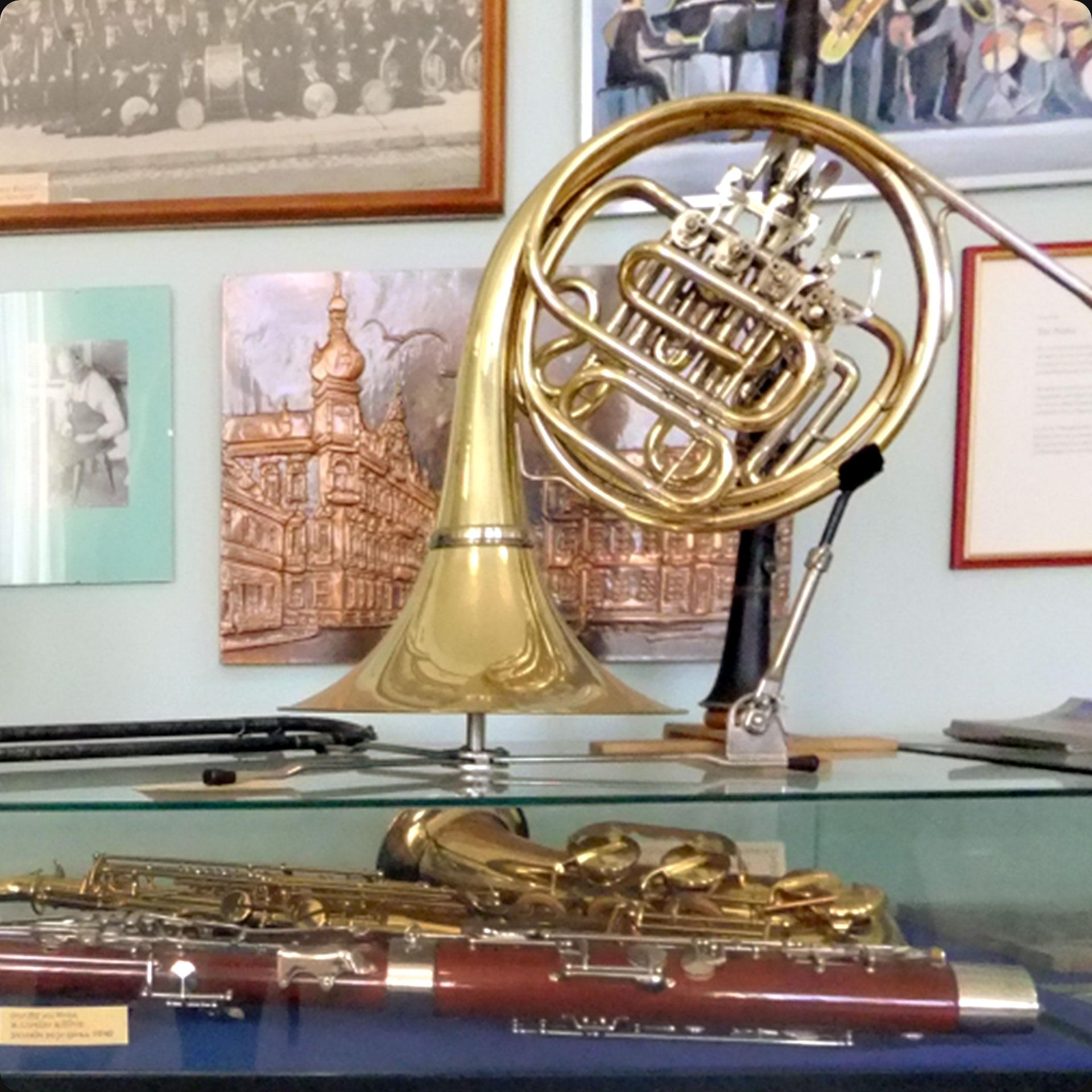 Musikinstrumente aus der bisherigen Ausstellung (2019, Foto: Charlotte Heß, Stadt- und Stiftsarchiv Aschaffenburg)