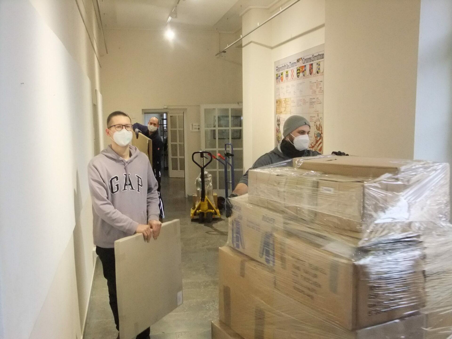 Die Graslitzer-Objekte sind am 12. März 2021, gut verpackt und gesichert, durch eine Spedition nach München transportiert worden (Foto: Justyna Baumgart, Stadt- und Stiftsarchiv Aschaffenburg)